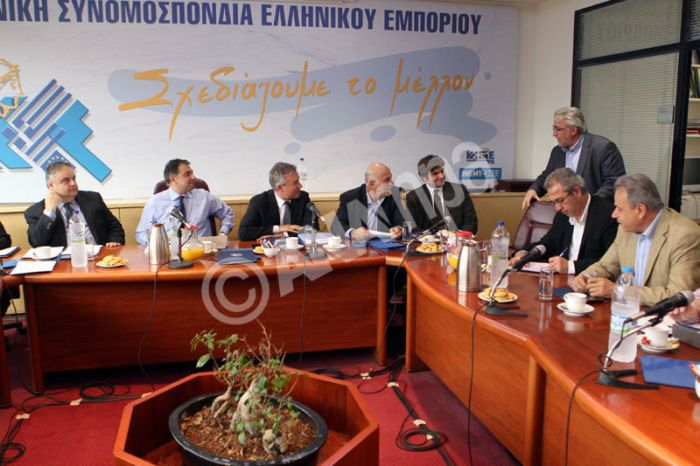 Εκπρόσωποι της ΓΣΕΕ και εργοδοτικών φορέων συναντώνται στα γραφεία της ΕΣΕΕ, Τρίτη 14 Μαίου 2013. Πραγματοποιήθηκε στα γραφεία της ΕΣΕΕ η τρίτη συνάντηση - διαπραγμάτευση της ΓΣΕΕ με τους εργοδοτικούς φορείς (ΣΕΒ - ΓΣΕΒΕΕ – ΕΣΕΕ - ΣΕΤΕ) για την υπογραφή νέας Εθνικής Γενικής Συλλογικής Σύμβασης Εργασίας. ΑΠΕ-ΜΠΕ/ΑΠΕ-ΜΠΕ/Παντελής Σαίτας