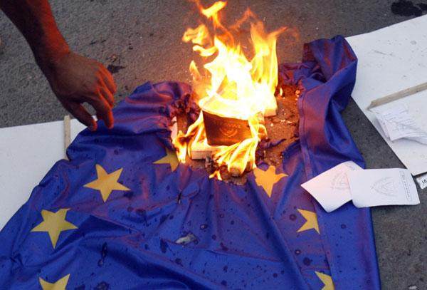 Η πλειοψηφία των Κυπρίων δεν πιστεύει ότι το Μνημόνιο θα δώσει λύσεις στα οικονομικά προβλήματα. Φωτό: Φίλιππος Χρίστου