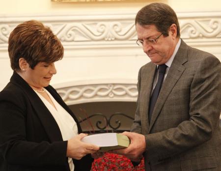 Ο Πρόεδρος της Δημοκρατίας κ. Νίκος Αναστασιάδης δέχεται τη Γενική Ελέγκτρια κα Χρυστάλλα Γιωρκάτζη για επίδοση της Ετήσιας Έκθεσης της Ελεγκτικής Υπηρεσίας, Λευκωσία 13 Δεκεμβρίου 2013. @pio