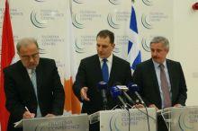 Οι Υπουργοί Ενέργειας Κύπρου, Ελλάδας και Αιγύπτου, κ. Γιώργος Λακκοτρύπης, κ. Γιάννης Μανιάτης και κ. Sherif Ismail προβαίνουν σε δηλώσεις στον Τύπο.  Stavros Ioannides / Press and Information Office